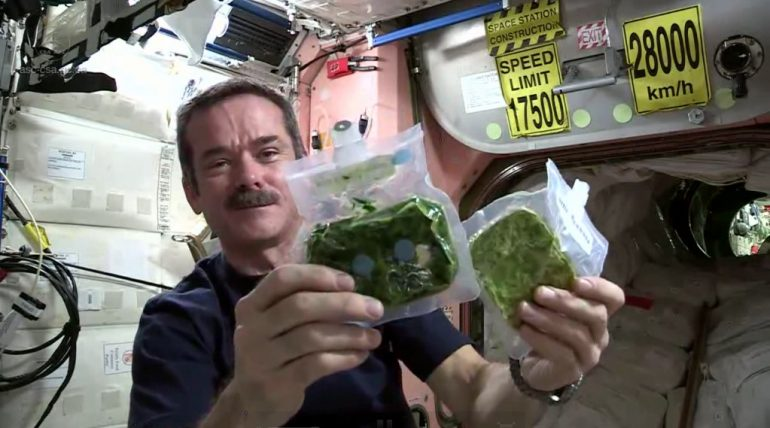 https://tved-prod.adobecqms.net/http://i.muyinteresante.com.mx/dam/junior/videos/14/06/chris-hadfield-1023x569.jpg.imgo.jpg