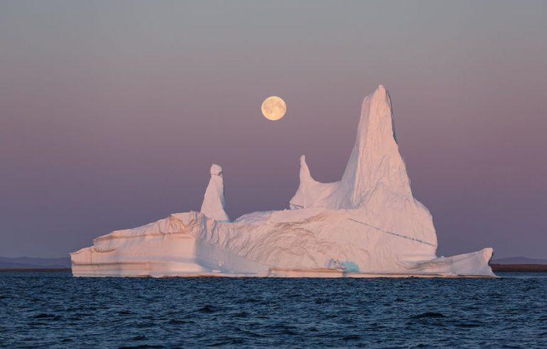 https://tved-prod.adobecqms.net/http://i.muyinteresante.com.mx/dam/muy-vision/16/03/18/the-icebergs-of-disko-bay-that-i-captured-from-a-russian-yacht-near-greenland-6__880.jpg.imgo.jpg