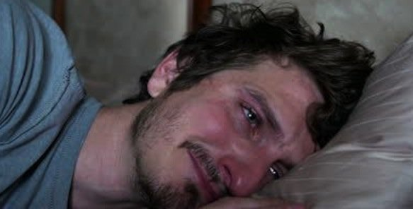 https://tved-prod.adobecqms.net/http://i.muyinteresante.com.mx/dam/preguntas-y-respuestas/15/08/stock-footage-man-crying-laying-on-pillow-in-bed.jpg.imgo.jpg