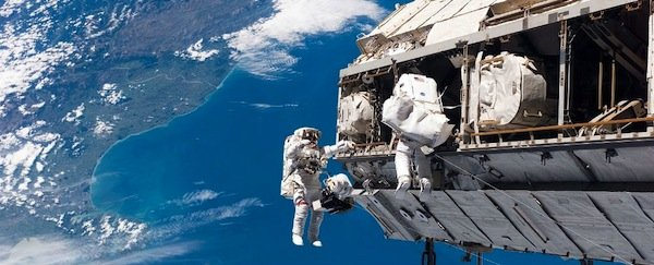 https://dam.tbg.com.mx/http://i.muyinteresante.com.mx/dam/video/15/10/28/spacewalking_1024.jpg.imgo.jpg