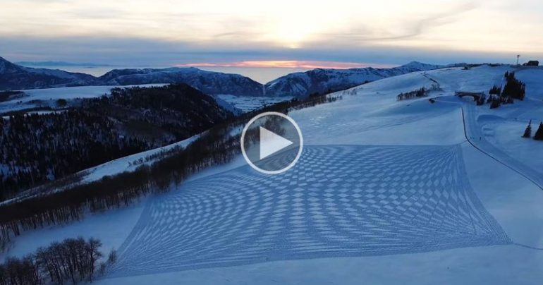 https://dam.tbg.com.mx/http://i.muyinteresante.com.mx/dam/video/16/03/2/simon-beck-snowshoe-art-video.jpg.imgo.jpg