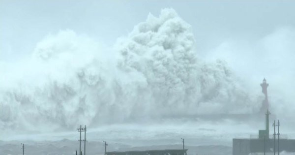 https://dam.tbg.com.mx/http://i.muyinteresante.com.mx/dam/video/16/11/24/typhoon-megi-huge-crashing-waves-by-earth-uncut-tv.jpg.imgo.jpg